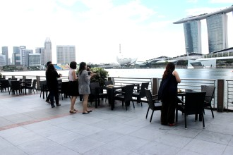 OpenRice members enjoying the view of the Skyline.